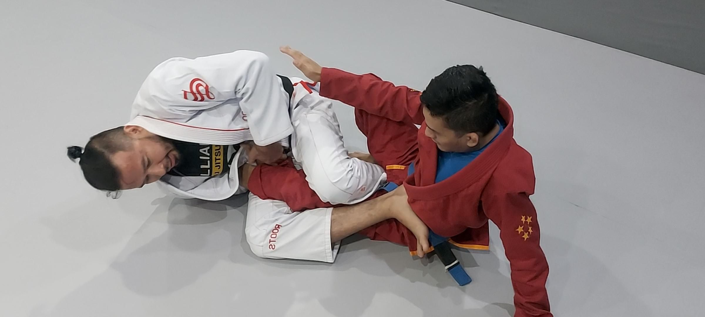 #RabuBakuHantam: Video tutorial teknik kuncian kaki straight footlock